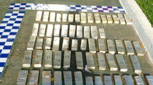 Dentro del Gol llevaban 72 panes de marihuana prensada. Foto PER.