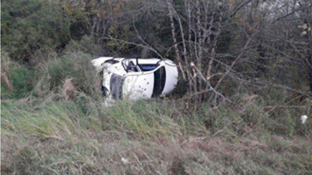 Tres personas resultaron heridas tras volcar un auto en la ruta provincial 20