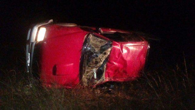 Un joven fue hospitalizado tras volcar con su camioneta en Oro Verde