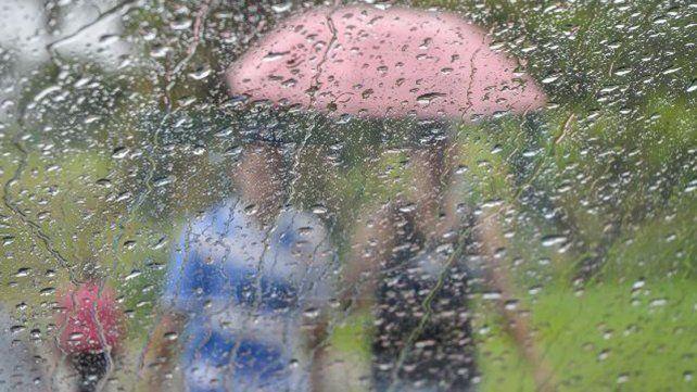 Cayeron 45 milímetros en Paraná y el pronóstico viene con descenso de temperatura