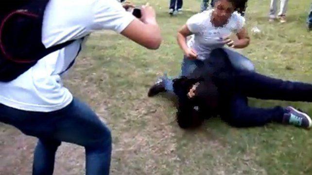 Violencia y ciberacoso: La problemática no nace en la escuela, continúa, dijo Álvarez Miorelli