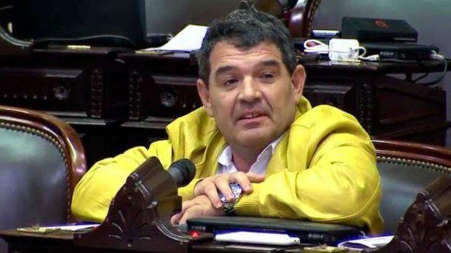 Para el diputado Olmedo, el SIDA se transmite en las peluquerías