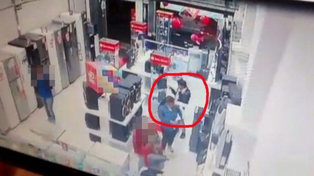 Paraná: Robaron dos Play Station, las cámaras las captaron y tenían arresto domiciliario