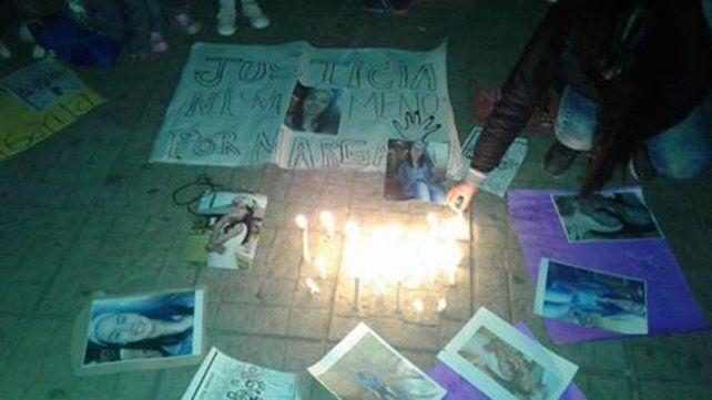Familiares realizaron una marcha en la plaza independencia para que la Justicia investigue el hecho.