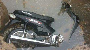 Dos vehículos víctimas del mismo y terrible pozo