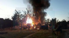 a madre e hijos le incendiaron la casa y sospechan de una expareja