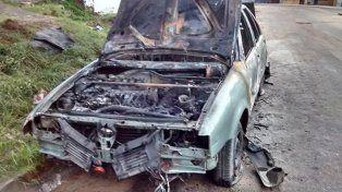Quemaron intencionalmente un auto en Paraná