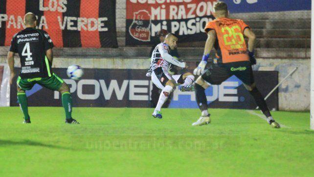 Telechea disputó ayer su partido número 100 en Primera División A .