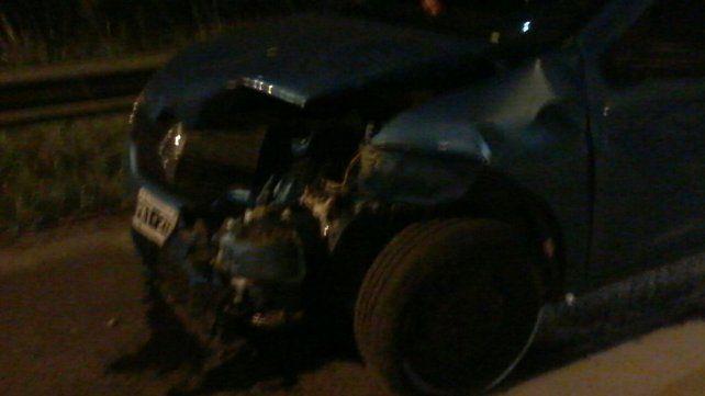 Un hombre fue hospitalizado tras chocar un ternero con su auto