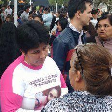 Sin palabras. La madre de Gisela, dice que está decepcionada por la impunidad.