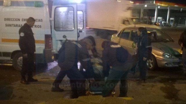 Un motociclista fue hospitalizado tras chocar contra un auto en Paraná