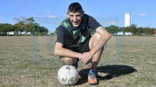 Pipo Carletti espera su debut con la camiseta del Taladro. Foto UNO/ Mateo Oviedo.