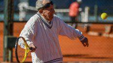 tiene 100 anos y juega al tenis tres veces por semana