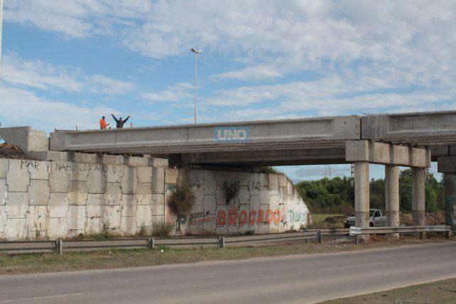 Las obras sobre el puente continuarán la semana próxima. Foto UNO Juan Ignacio Pereira.