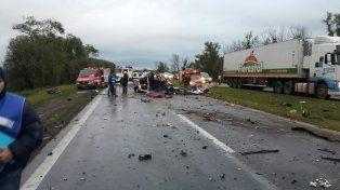 Accidente en Ruta 12: Dos personas fallecieron y cuatro resultaron heridas