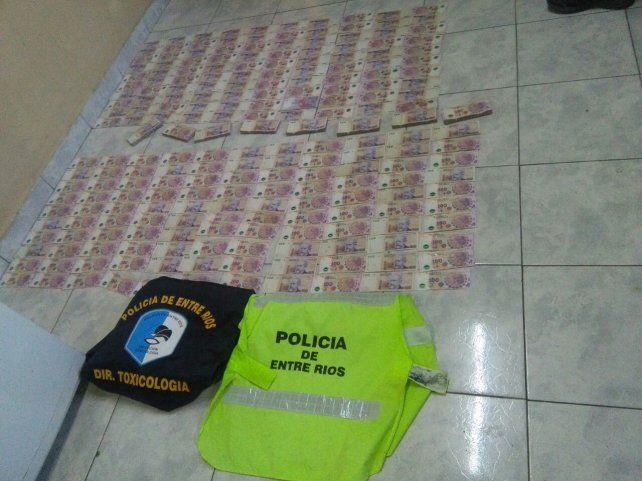 Dos jóvenes llevaban 400.000 pesos en efectivo cuyo origen no pudieron acreditar