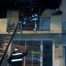 Cinco personas fueron hospitalizadas luego de incendiarse una casa