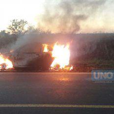 Se incendió un vehículo en el que viajaba una familia de Urdinarrain