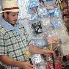 Caballeros, damas antiguas, coyas, vendedores de velas, lavanderas y paisanas son las opciones más buscadas.