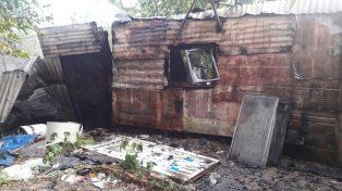 Precaria vivienda. El fuego destruyó fácilmente la construcción.