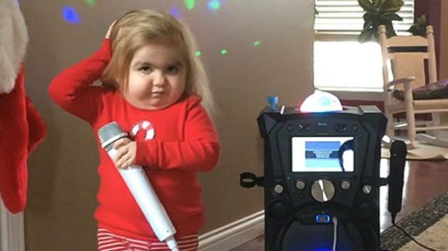 Una historia conmovedora detrás de un gracioso karaoke