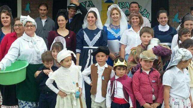 Colonia Argentina. Celebración en la Escuela Armada Argentina.