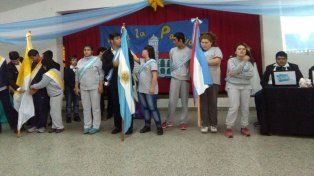 Abanderados. Los chicos de la Melvin Jones de Paraná.