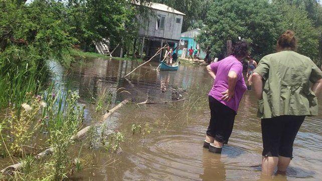 Difícil. En el casco urbano de Villa Paranacito recién llevan unos seis meses sin agua.