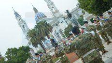la banda del ejercito, en plaza 1° de mayo, con acordes del 25 de mayo