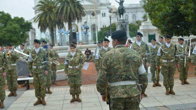La Banda del Ejército, en plaza 1° de Mayo, con acordes del 25 de Mayo