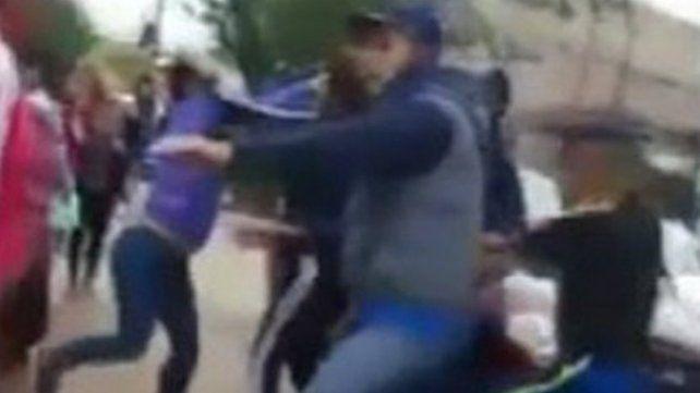 Después del acto del 25 de mayo, padres de alumnos se agarraron a trompadas