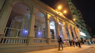 El imponente edificio del Club Social en la peatonal de Paraná. Foto UNO Juan Ignacio Pereira.