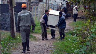 Evacuación en Concepción del Uruguay: rescatan todo lo que pueden