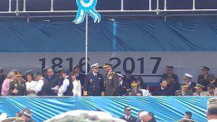 Pusieron 1816 en vez de 1810 en la bandera del palco oficial del desfile militar