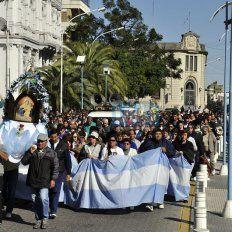 Los fieles. Partirán a las 14 desde la Catedral de Paraná.