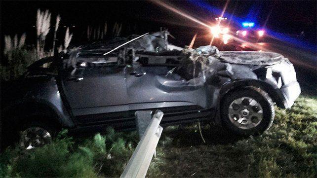 Tres personas fueron hospitalizadas tras despistar y volcar una camioneta