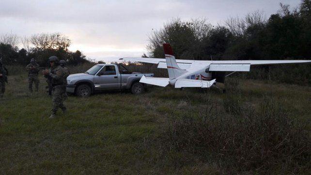 Con 317 kilos de droga. La Policía Federal esperó a la avioneta y detuvo a los narcos que llegaron.