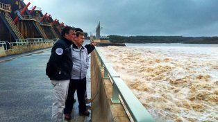 El funcionario observó la situación en Salto Grande.