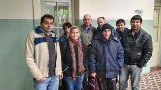 Parte de los ex trabajadores del hotel Alvear en laSecretaría de Trabajo y Seguridad Social de Entre Ríos.