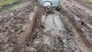 Empantanados con cada lluvia en los caminos de la producción