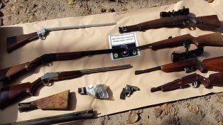 A la Alcaidía. El expolicía quedó detenido por la gran cantidad de armas que tenía.