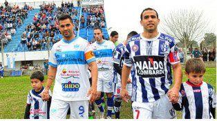 Gimnasia y Atlético Uruguay en pleno movimiento.