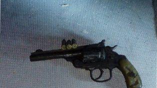 En buen estado. El revólver tenía tres balas para ser disparadas.
