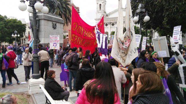 Multitudinaria marcha contra la violencia machista en Paraná