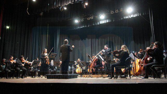 Apertura. La primera parte del concierto fue exclusiva de los integrantes de la OSER y sus solistas.