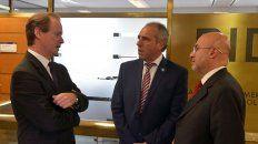 Gestión. Bordet, ayer, con Caldarelli y un funcionario del Banco Interamericano de Desarrollo.