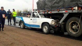 Un hombre murió tras chocar la camioneta que conducía contra el acoplado de un camión