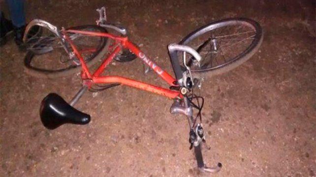 Un ciclista fue hospitalizado luego de ser chocado por un camión