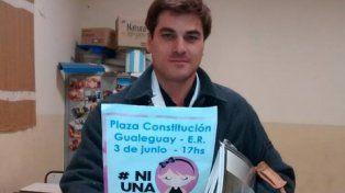 La vocación. El docente da clases gratis en Puerto Ruíz. Foto gentileza: Luis Gimenez Beresiartu