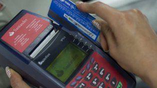 Le robaron la tarjeta de crédito y se la reventaron